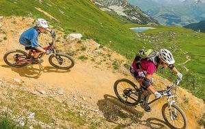 """<p>Peisey-Vallandry et les Arcs se situent en Savoie aux portes du Parc national de la Vanoise, à environ une heure et demi à l'est de Chambery. Toutes les pratiques de VTT sont possibles : descente, cross-country, itinéraires engagés et bien sûr itinéraires randonnées. L'hiver Paradiski ......</p><div class=""""more""""><a href=""""https://ffct.org/randonner-a-velo/vtt/bases-vtt/savoie/les-arcs-peisey-vallandry/"""" target=""""_blank"""" title=""""Les Arcs / Peisey-Vallandry"""" >Lire la suite</a></div>"""