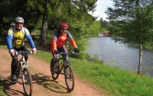 """<p>En plein coeur du Parc naturel régional des Vosges du Nord, le Pays de La Petite-Pierre vous offre une escapade 100 % nature et vous propose ses randonnées dans un espace préservé. La Base VTT de randonnée du Pays de la Petite-Pierre, entre forêts et vallons, vous invite à la découver ......</p><div class=""""more""""><a href=""""https://ffvelo.fr/randonner-a-velo/vtt/bases-vtt/bas-rhin/pays-de-la-petite-pierre/"""" target=""""_blank"""" title=""""Pays de La Petite-Pierre"""" >Lire la suite</a></div>"""