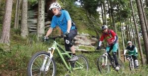 """<p>À l'orée du Parc naturel régional, Sarrebourg joue de la diversité de son environnement. Entre les étangs, Sarrebourg se situe aux portes des Vosges et de l'Alsace. La zone de loisirs est classée Moselle pleine nature, ainsi vous pourrez vous adonner au VTT, tir à l'arc, canoë-kayak,  ......</p><div class=""""more""""><a href=""""http://ffct.org/randonner-a-velo/vtt/bases-vtt/moselle/pays-de-sarrebourg/"""" target=""""_blank"""" title=""""Pays de Sarrebourg"""" >Lire la suite</a></div>"""