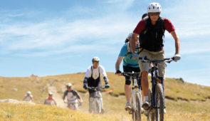 """<p>      Bienvenue à Montgenèvre, station en pleine montagne, à cheval entre la France et l'Italie ! Le village-club est le point de départ pour de nombreuses randonnées d'exception : découverte d'un vallon glaciaire, bascule sur le Piémont italien, retour aux sources de la Durance… Vous ......</p><div class=""""more""""><a href=""""https://ffvelo.fr/randonner-a-velo/vtt/bases-vtt/hautes-alpes/village-club-du-soleil/"""" target=""""_blank"""" title=""""Les Villages Clubs du Soleil"""" >Lire la suite</a></div>"""