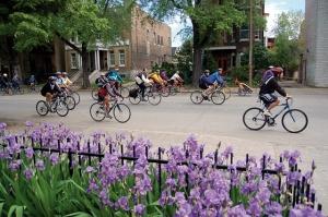 """<p>Ce sera l'occasion de rencontrer une autre francophonie tout en faisant du vélo. Le Saint-Laurent, un des grands fleuves du globe, que vous découvrirez pendant ce périple, une région to ......</p><div class=""""more""""><a href=""""http://ffct.org/randonner-a-velo/ou-quand-pratiquer/sejours-et-voyages/canada/"""" target=""""_blank"""" title=""""Canada"""" >Lire la suite</a></div>"""