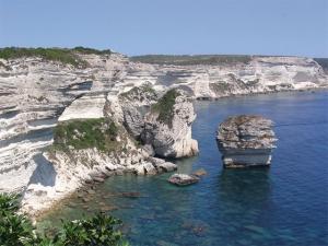 """<p>Terre de contrastes, véritable montagne dans la mer la Corse que les grecs avaient baptisée Kallisté, la plus belle, vous séduira par la splendeur de ses paysages sauvages et variés. Le ......</p><div class=""""more""""><a href=""""http://ffct.org/randonner-a-velo/ou-quand-pratiquer/sejours-et-voyages/corse-2/"""" target=""""_blank"""" title=""""Corse"""" >Lire la suite</a></div>"""
