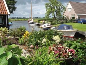 """<p>Séjour de tout niveau. Venez découvrir, d'une manière originale, une partie de ce pays, par des circuits variés, typiquement hollandais et souvent à l'écart de la circulation. Vous visi ......</p><div class=""""more""""><a href=""""http://ffct.org/randonner-a-velo/ou-quand-pratiquer/sejours-et-voyages/pays-bas-2/"""" target=""""_blank"""" title=""""Pays-Bas"""" >Lire la suite</a></div>"""