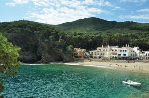 """<p>L'automne en Catalogne, l'odeur des pins, la fin de l'été, toujours l'envie de pédaler ? Pourquoi pas le long de la côte rocheuse en surélévation de la mer et non loin de la montagne, d ......</p><div class=""""more""""><a href=""""http://ffct.org/randonner-a-velo/ou-quand-pratiquer/sejours-et-voyages/espagne-9/"""" target=""""_blank"""" title=""""Espagne"""" >Lire la suite</a></div>"""