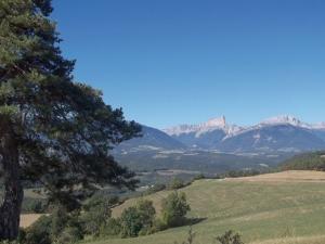 """<p>De Eybens à Eybens, en six étapes, en escaladant de nombreux cols, dont certains parcourus par le Tour de France (Le Granier, Le Cucheron) : un périple de 642 km avec 13 250 m de dénive ......</p><div class=""""more""""><a href=""""http://ffct.org/randonner-a-velo/ou-quand-pratiquer/sejours-et-voyages/autour-de-lisere/"""" target=""""_blank"""" title=""""Autour de l'Isère"""" >Lire la suite</a></div>"""