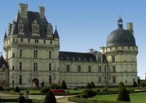 """<p>C'est à Valençay, au pied du château, demeure de Talleyrand, ministre des Affaire étrangères de Napoléon, dans un confortable village-vacances que vous séjournerez. Dans cette région où ......</p><div class=""""more""""><a href=""""http://ffct.org/randonner-a-velo/ou-quand-pratiquer/sejours-et-voyages/sur-les-terres-de-talleyrand/"""" target=""""_blank"""" title=""""Sur les terres de Talleyrand"""" >Lire la suite</a></div>"""