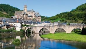 """<p>Située au nord de l'Aveyron dans la vallée du Lot, Espalion est une étape des chemins de Saint-Jacques-de-Compostelle. Les parcours vous feront découvrir d'authentiques villages aveyron ......</p><div class=""""more""""><a href=""""http://ffct.org/randonner-a-velo/ou-quand-pratiquer/sejours-et-voyages/entre-causse-comtal-et-aubrac/"""" target=""""_blank"""" title=""""Entre Causse Comtal et Aubrac"""" >Lire la suite</a></div>"""