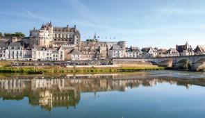 """<p>Vous séjournerez au coeur du Val de Loire dans un village vacances, proche des châteaux d'Amboise, de Blois et de Chaumont-sur-Loire dont la renommée des jardins est internationale. Vou ......</p><div class=""""more""""><a href=""""http://ffct.org/randonner-a-velo/ou-quand-pratiquer/sejours-et-voyages/la-loire-et-ses-chateaux/"""" target=""""_blank"""" title=""""La Loire et ses châteaux"""" >Lire la suite</a></div>"""