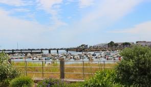 """<p>Vous visiterez Guérande, citée médiévale, la Pointe de Merquel entre océan et marais salants, Piriac petite cité de caractère avec son port de plaisance, les marais salants, et leur fra ......</p><div class=""""more""""><a href=""""https://ffct.org/randonner-a-velo/ou-quand-pratiquer/sejours-et-voyages/le-tour-des-iles-du-morbihan/"""" target=""""_blank"""" title=""""Le tour des îles du Morbihan"""" >Lire la suite</a></div>"""