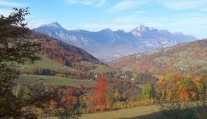 """<p>De Eybens à Eybens, en six étapes, en escaladant de nombreux cols, dont certains parcourus par le Tour de France : Le Granier, Le Cucheron, la célèbre montée de l'Alpe d'Huez et le col  ......</p><div class=""""more""""><a href=""""http://ffct.org/randonner-a-velo/ou-quand-pratiquer/sejours-et-voyages/autour-de-lisere-2/"""" target=""""_blank"""" title=""""Autour de l'Isère"""" >Lire la suite</a></div>"""