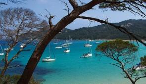 """<p>Situé près de Draguignan, entre les Gorges du Verdon et la Méditerranée, le domaine du Thronnet vous accueillera dans un parc entièrement piétonnier, au pied du village de Figanières. V ......</p><div class=""""more""""><a href=""""http://ffct.org/randonner-a-velo/ou-quand-pratiquer/sejours-et-voyages/entre-verdon-et-mediterranee/"""" target=""""_blank"""" title=""""Entre Verdon et Méditerranée"""" >Lire la suite</a></div>"""
