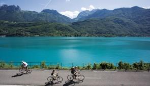 """<p>Laissez-vous guider pour une véritable semaine de vacances à vélo. Les moniteurs vous proposeront des circuits de niveaux différents chaque jour. Vous découvrirez les montagnes surplomb ......</p><div class=""""more""""><a href=""""http://ffct.org/randonner-a-velo/ou-quand-pratiquer/sejours-et-voyages/litinerant-des-trois-lacs/"""" target=""""_blank"""" title=""""L'itinérant des trois lacs"""" >Lire la suite</a></div>"""