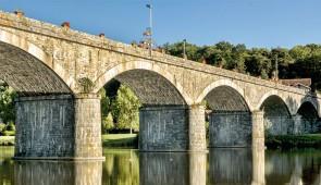 """<p>Six randonnées en boucle vous seront proposées dont des Cyclodécouvertes sur les petits parcours. Vous aurez l'occasion d'admirer les beautés naturelles et historiques du Pays Loire Val ......</p><div class=""""more""""><a href=""""http://ffct.org/randonner-a-velo/ou-quand-pratiquer/sejours-et-voyages/la-loire-entre-deux-rives/"""" target=""""_blank"""" title=""""La Loire entre deux rives"""" >Lire la suite</a></div>"""