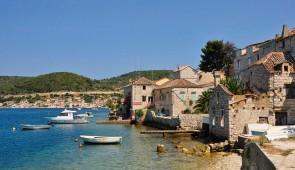 """<p>Vous contournerez l'Istrie avec la découverte de superbes sites et vous traverserez la Baie du Kvarner en passant par Rijeka et les îles de Krk, Rab et Pag que vous relierez en ferry. E ......</p><div class=""""more""""><a href=""""http://ffct.org/randonner-a-velo/ou-quand-pratiquer/sejours-et-voyages/croatie/"""" target=""""_blank"""" title=""""Croatie"""" >Lire la suite</a></div>"""