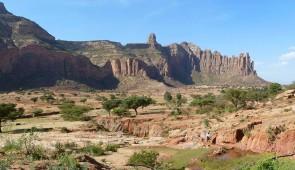 """<p> Les belles montagnes d'Abyssinie sont le berceau de la glorieuse histoire de l'Éthiopie. La découverte des hauts plateaux au rythme du vélo, vous permettra de mieux comprendre la vie d ......</p><div class=""""more""""><a href=""""http://ffct.org/randonner-a-velo/ou-quand-pratiquer/sejours-et-voyages/ethiopie-du-nord/"""" target=""""_blank"""" title=""""Éthiopie du nord"""" >Lire la suite</a></div>"""