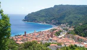 """<p>Un séjour dans le cadre agréable d'un hôtel trois étoiles situé à 400 mètres de la mer, avec piscine chauffée et couverte. Cette province de la Ligurie, appelée """" La Riviera del Palme """" ......</p><div class=""""more""""><a href=""""http://ffct.org/randonner-a-velo/ou-quand-pratiquer/sejours-et-voyages/italie-la-ligurie/"""" target=""""_blank"""" title=""""Italie – La Ligurie"""" >Lire la suite</a></div>"""