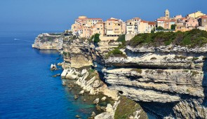 """<p>Terre de contrastes, véritable montagne dans la mer, la Corse que les grecs avaient baptisée Kallisté, la plus belle, vous séduira par la splendeur de ses paysages sauvages et variés. L ......</p><div class=""""more""""><a href=""""https://ffct.org/randonner-a-velo/ou-quand-pratiquer/sejours-et-voyages/la-corse-avec-les-corses-2/"""" target=""""_blank"""" title=""""La Corse avec les corses"""" >Lire la suite</a></div>"""