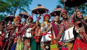 """<p>Vous traverserez le Bengale, pays Tamoul d'une grande richesse culturelle avec ses multiples sites classés au patrimoine mondial de l'Unesco. Vous passerez par la route du Bengale, Pond ......</p><div class=""""more""""><a href=""""http://ffct.org/randonner-a-velo/ou-quand-pratiquer/sejours-et-voyages/inde-du-sud/"""" target=""""_blank"""" title=""""Inde du sud"""" >Lire la suite</a></div>"""