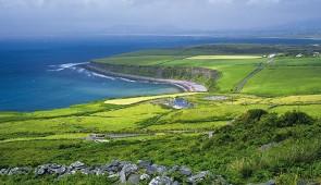 """<p> Transport maritime au départ de Roscoff dans le Finistère pour une arrivée à Cork où débutera votre séjour itinérant avec la découverte de la verte Erin. Trois axes de découverte : &#8 ......</p><div class=""""more""""><a href=""""http://ffct.org/randonner-a-velo/ou-quand-pratiquer/sejours-et-voyages/irlande-2/"""" target=""""_blank"""" title=""""Irlande"""" >Lire la suite</a></div>"""