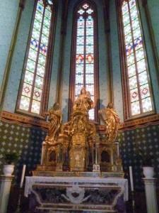 Le maître-autel de la chapelle N-D-de-la-Marceille.