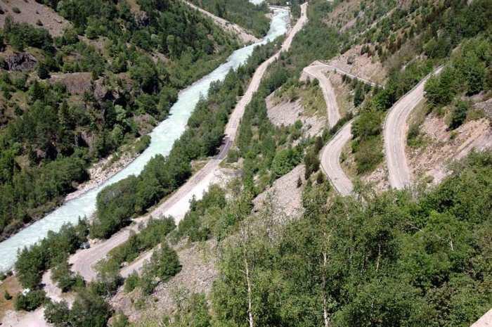 Les lacets de la route d'accès