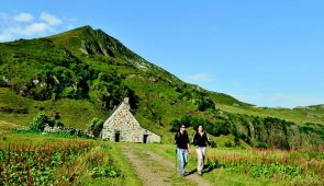 """<p> → Ce séjour est strictement réservé aux féminines du CoReg Auvergne / Rhône-Alpes. À 10km de Mauriac, à une altitude de 500m, Vendes, ancien village minier de caractère, est la destina ......</p><div class=""""more""""><a href=""""https://ffct.org/randonner-a-velo/ou-quand-pratiquer/sejours-et-voyages/sejour-feminin-a-vendes/"""" target=""""_blank"""" title=""""Séjour féminin à Vendes"""" >Lire la suite</a></div>"""