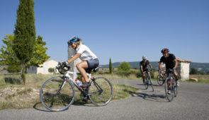 """<p>Situé près de Draguignan, entre les gorges du Verdon et la Méditerranée, le domaine du Thronnet vous accueillera dans ses logements refaits à neuf, dans un parc au pied du village de Fi ......</p><div class=""""more""""><a href=""""https://ffct.org/randonner-a-velo/ou-quand-pratiquer/sejours-et-voyages/entre-verdon-et-mediterranee-3/"""" target=""""_blank"""" title=""""Entre Verdon et Méditerranée"""" >Lire la suite</a></div>"""