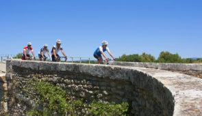 """<p>Les circuits vous conduiront de Poitiers à Châtellerault en sillonant sur des routes calmes et de jolis chemins qui vous feront découvrir des villages pittoresques. Rosnay, situé au coe ......</p><div class=""""more""""><a href=""""https://ffct.org/randonner-a-velo/ou-quand-pratiquer/sejours-et-voyages/autour-de-la-brenne/"""" target=""""_blank"""" title=""""Autour de la Brenne"""" >Lire la suite</a></div>"""