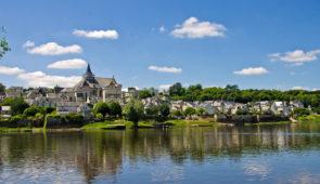 """<p>Vous randonnerez sur les routes de l'Anjou et découvrirez un patrimoine naturel, culturel et historique remarquable : la Loire et ses multiples paysages fluviaux, ses coteaux où prospèr ......</p><div class=""""more""""><a href=""""https://ffct.org/randonner-a-velo/ou-quand-pratiquer/sejours-et-voyages/sur-les-routes-du-val-de-loire/"""" target=""""_blank"""" title=""""Sur les routes du Val de Loire"""" >Lire la suite</a></div>"""