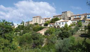 """<p>Au coeur du Haut-Vaucluse, laissez-vous guider autour de Vaison-la-Romaine, côté Drôme provençale, où vous pourrez admirer les châteaux de Suze-la-Rousse et de Grignan ainsi que celui d ......</p><div class=""""more""""><a href=""""https://ffct.org/randonner-a-velo/ou-quand-pratiquer/sejours-et-voyages/cote-drome-provencale-2/"""" target=""""_blank"""" title=""""Côté Drôme provençale"""" >Lire la suite</a></div>"""