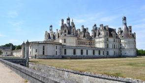 """<p>Six boucles pour découvir les plus beaux châteaux de la Loire. Chaumont, Chambord, Blois, Chenonceau, Loches ou Villandry. Mais aussi des vallées plus discrètes, dans lesquelles se nich ......</p><div class=""""more""""><a href=""""https://ffvelo.fr/randonner-a-velo/ou-quand-pratiquer/sejours-et-voyages/au-pays-des-chateaux/"""" target=""""_blank"""" title=""""Au pays des châteaux"""" >Lire la suite</a></div>"""