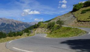 """<p>Un concept original, ou l'on partage le matin le plaisir des ascensions des cols mythiques des Alpes du sud pour retrouver l'après-midi son rythme familial. Au programme : le col de la  ......</p><div class=""""more""""><a href=""""https://ffvelo.fr/randonner-a-velo/ou-quand-pratiquer/sejours-et-voyages/la-chasse-aux-cols-alpes-du-sud/"""" target=""""_blank"""" title=""""La chasse aux cols – Alpes du sud"""" >Lire la suite</a></div>"""