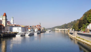 """<p>À la découverte du Danube par l'EuroVelo 6 de sa source en Allemagne à Vienne, en Autriche. Avec ses rives chargées d'histoire et de curiosités naturelles, le Danube donne l'impression  ......</p><div class=""""more""""><a href=""""https://ffvelo.fr/randonner-a-velo/ou-quand-pratiquer/sejours-et-voyages/allemagne-autriche-3/"""" target=""""_blank"""" title=""""Allemagne – Autriche"""" >Lire la suite</a></div>"""