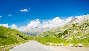 """<p>Découverte des grands cols des Alpes du Sud et des Parcs nationaux du Mercantour et Alpi Marittime (Italie). Une semaine de vélo pour le plaisir de découvrir la montagne, les villages p ......</p><div class=""""more""""><a href=""""https://ffct.org/randonner-a-velo/ou-quand-pratiquer/sejours-et-voyages/cols-des-alpes-du-sud/"""" target=""""_blank"""" title=""""Cols des Alpes du sud"""" >Lire la suite</a></div>"""