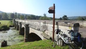 """<p>La Meuse prend sa source sur le plateau de Langres. Jeune et sauvage, elle traverse les départements des Vosges et de la Meuse dans un cadre champêtre. Quand elle entre dans le Massif a ......</p><div class=""""more""""><a href=""""https://ffct.org/randonner-a-velo/ou-quand-pratiquer/sejours-et-voyages/de-la-meuse-a-la-maas/"""" target=""""_blank"""" title=""""De la Meuse à la Maas"""" >Lire la suite</a></div>"""