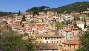 """<p>Le pays de Fayence vous invite à visiter ses neuf villages perchés. Vous serez accueillis dans l'arrière-pays varois dans une résidence haut de gamme, entre garrigue et pinèdes, vous dé ......</p><div class=""""more""""><a href=""""https://ffct.org/randonner-a-velo/ou-quand-pratiquer/sejours-et-voyages/fayence-et-ses-villages-perches/"""" target=""""_blank"""" title=""""Fayence et ses villages perchés"""" >Lire la suite</a></div>"""
