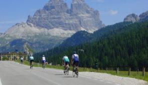 """<p>Le massif des Dolomites, patrimoine mondial de l'UNESCO, est considéré comme l'un des plus beaux paysages de montagne du monde. Venez vivre une expérience inoubliable. Ce séjour s ......</p><div class=""""more""""><a href=""""https://ffct.org/randonner-a-velo/ou-quand-pratiquer/sejours-et-voyages/italie-7/"""" target=""""_blank"""" title=""""Italie"""" >Lire la suite</a></div>"""