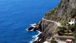 """<p>Un séjour dans le cadre agréable d'un hôtel *** situé à 400 mètres de la mer, avec piscine chauffée et couverte. Cette province de la Ligurie, appelée « la Riviera del Palme » se situe  ......</p><div class=""""more""""><a href=""""https://ffct.org/randonner-a-velo/ou-quand-pratiquer/sejours-et-voyages/italie-3/"""" target=""""_blank"""" title=""""Italie"""" >Lire la suite</a></div>"""