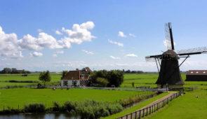 """<p>   POINTS FORTS ♥ ✓ Un itinéraire sur voies cyclables à l'échelle européenne. ✓ La visite de Strasbourg et de Rotterdam.  ✓ La vallée du Rhin romantique.    EuroVélo 15 : de Stra ......</p><div class=""""more""""><a href=""""https://ffvelo.fr/randonner-a-velo/ou-quand-pratiquer/sejours-et-voyages/a-la-decouverte-du-rhin/"""" target=""""_blank"""" title=""""À la découverte du Rhin"""" >Lire la suite</a></div>"""