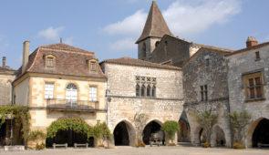 """<p>Découvrez le pays de Jacquou-le-Croquant, avec des incursions en Quercy et en Guyenne. Les différentes richesses de la région seront explorées : les châteaux, la préhistoire, les cités  ......</p><div class=""""more""""><a href=""""https://ffvelo.fr/randonner-a-velo/ou-quand-pratiquer/sejours-et-voyages/3e-etoile-perigord-quercy/"""" target=""""_blank"""" title=""""3e étoile Périgord-Quercy"""" >Lire la suite</a></div>"""