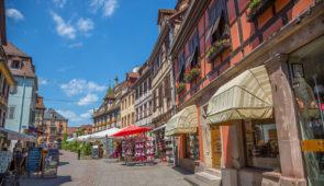 """<p>Cité historique de charme, avec ses belles maisons à colombages, ses ruelles, ses remparts et sa brasserie, Obernai sera le point de départ idéal pour découvrir les perles du piémont al ......</p><div class=""""more""""><a href=""""https://ffct.org/randonner-a-velo/ou-quand-pratiquer/sejours-et-voyages/piemont-alsacien/"""" target=""""_blank"""" title=""""Piémont Alsacien"""" >Lire la suite</a></div>"""