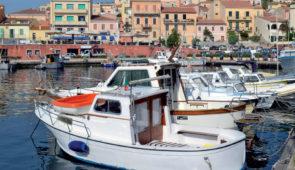 """<p>   POINTS FORTS ♥ ✓ L'île de la maddalena. ✓ L'alliance entre montagne et mer. ✓ Découverte de la culture sarde.    Partez à la découverte de paysages immuables, calme, au riche  ......</p><div class=""""more""""><a href=""""https://ffvelo.fr/randonner-a-velo/ou-quand-pratiquer/sejours-et-voyages/sardaigne-5/"""" target=""""_blank"""" title=""""Sardaigne"""" >Lire la suite</a></div>"""