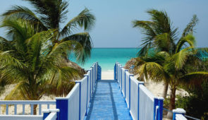 """<p>C'est à vélo, au rythme des locaux, que nous vous invitons à découvrir Cuba ! Réputé pour ses cigares, son rhum, ses voitures de collection aux couleurs chatoyantes, Cuba est un territo ......</p><div class=""""more""""><a href=""""https://ffct.org/randonner-a-velo/ou-quand-pratiquer/sejours-et-voyages/cuba/"""" target=""""_blank"""" title=""""Cuba"""" >Lire la suite</a></div>"""