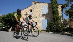 """<p>Au coeur du Haut-Vaucluse, laissez-vous guider autour de Vaison-la-Romaine, côté Drôme provençale, où vous pourrez admirer les châteaux de Suze-la-Rousse et de Grignan ainsi que celui d ......</p><div class=""""more""""><a href=""""https://ffvelo.fr/randonner-a-velo/ou-quand-pratiquer/sejours-et-voyages/cote-drome-provencale/"""" target=""""_blank"""" title=""""Côté Drôme provençale"""" >Lire la suite</a></div>"""