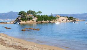 """<p>Terre de contrastes, véritable montagne dans la mer, la Corse la plus belle, vous séduira par la splendeur de ses paysages sauvages et variés. Vous pourrez apprécier les charmes de l'îl ......</p><div class=""""more""""><a href=""""https://ffct.org/randonner-a-velo/ou-quand-pratiquer/sejours-et-voyages/la-plus-belle-des-iles/"""" target=""""_blank"""" title=""""La plus belle des îles !"""" >Lire la suite</a></div>"""