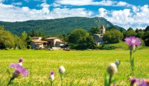 """<p>Le centre cyclotouriste est le lieu idéal pour faire de belles rencontres et nouer des liens d'amitié avec des cyclotouristes venant de toutes régions de France. Vous sillonnerez le Par ......</p><div class=""""more""""><a href=""""https://ffvelo.fr/randonner-a-velo/ou-quand-pratiquer/sejours-et-voyages/semaine-cyclo-aux-4-vents/"""" target=""""_blank"""" title=""""Semaine cyclo aux 4 Vents"""" >Lire la suite</a></div>"""