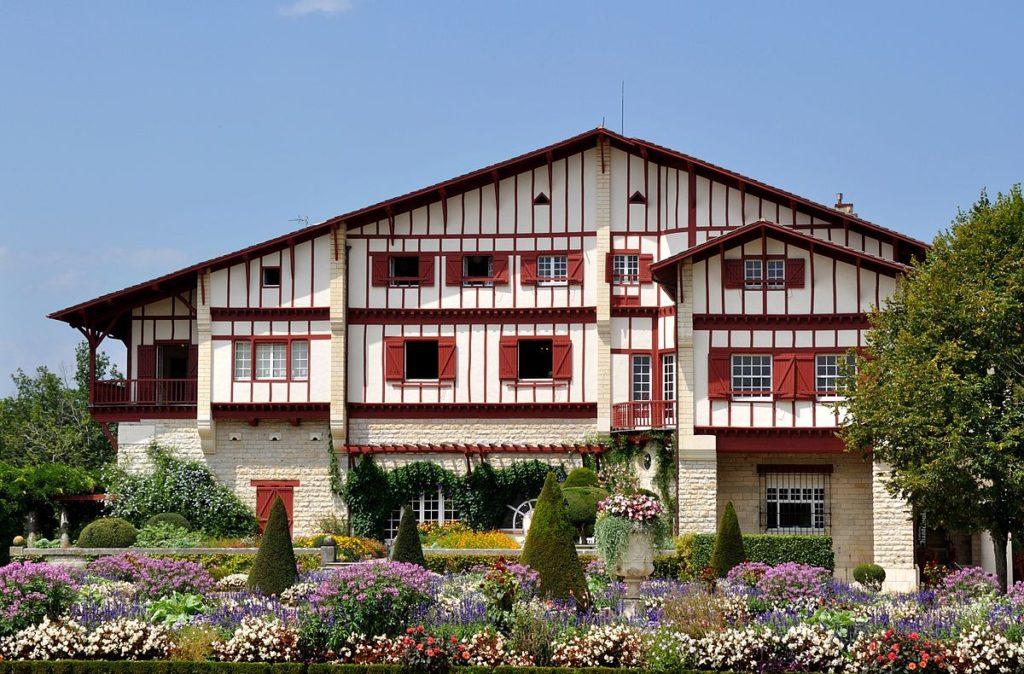 Nous visiterons la Villa Arnaga, lors de la 5ème étape