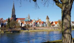 """<p>À la découverte du Danube par l'EuroVélo 6 de sa source en Allemagne (Forêt-Noire) à Vienne en Autriche. Avec ses rives chargées d'histoire et de curiosités naturelles, le Danube donne  ......</p><div class=""""more""""><a href=""""https://ffvelo.fr/randonner-a-velo/ou-quand-pratiquer/sejours-et-voyages/allemagne-autriche-4/"""" target=""""_blank"""" title=""""Allemagne / Autriche"""" >Lire la suite</a></div>"""