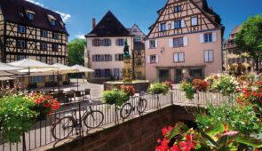 """<p>Avec ses châteaux médiévaux, ses jolis villages colorés et ses maisons à colombages fleuris, la région alsacienne vous offrira un décor féérique. Vous découvrirez la fameuse """" Route des ......</p><div class=""""more""""><a href=""""https://ffvelo.fr/randonner-a-velo/ou-quand-pratiquer/sejours-et-voyages/les-perles-du-vignoble-dalsace/"""" target=""""_blank"""" title=""""Les perles du vignoble d'Alsace"""" >Lire la suite</a></div>"""