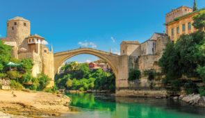 """<p>Venez découvrir la Bosnie, un état d'Europe du sud situé dans la péninsule des Balkans. Elle est entourée de la Croatie, de la Serbie et du Monténégro avec une petite ouverture sur la m ......</p><div class=""""more""""><a href=""""https://ffvelo.fr/randonner-a-velo/ou-quand-pratiquer/sejours-et-voyages/bosnie/"""" target=""""_blank"""" title=""""Bosnie"""" >Lire la suite</a></div>"""